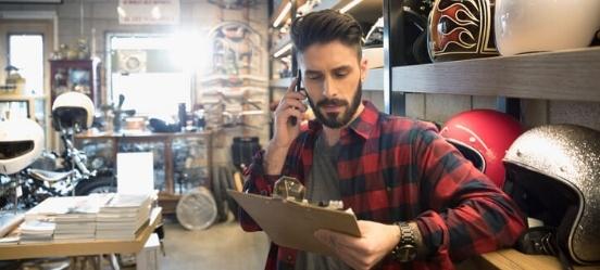 ondernemer-met-veiligheidshelmen