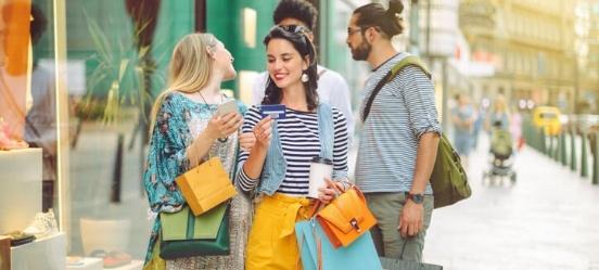 Let goed op bij betalen met je creditcard in het buitenland