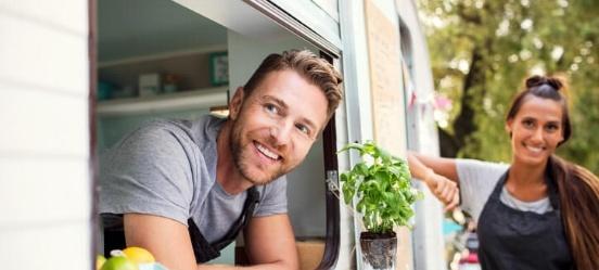 Startende-ondernemers-in-een-foodtruck